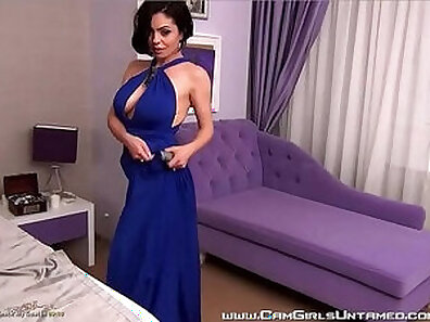 Babe With Big Tits Having Fun On Cam