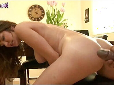 Cindy De Linh This babe loves huge cocks