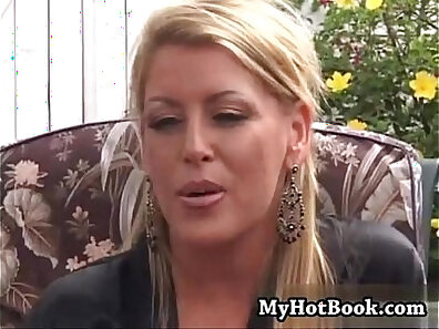 Blonde MILF Kelly gets her cucumber penetrated