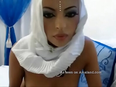 Lucky Weekend For Arab With A Toy