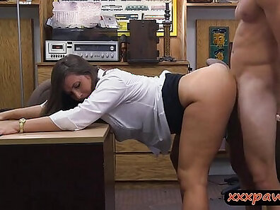 Big butt hitchhiker babe gets her pussy nailed by a stranger