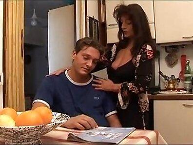 Sexo italiana mastura lingua 25 leitinho no cara da esposa dentro manaca marido namorada