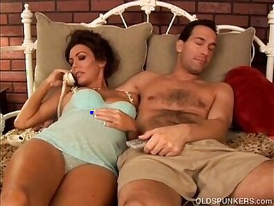 Pregnant Mature Wants Cumshot In Her Mouth