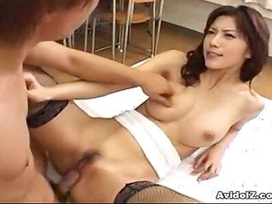 Brunette Japanese babe likes being stuffed