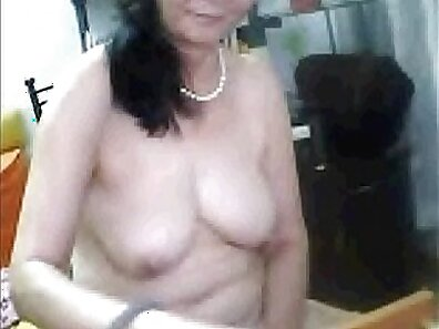 Chinese girl charming with her mature pussy