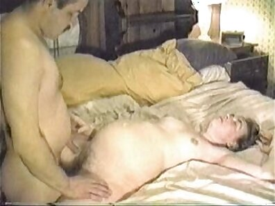 Amateur pregnant wife deep throats
