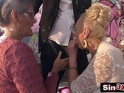Crazy buttskatin italian blond diva giving a blowjob