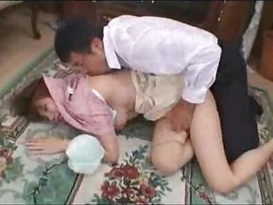 Amateur strapon strokes wife tits while hubbie watches