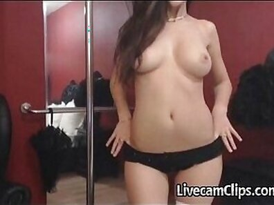 Beauty chick Layla Luxes private strip dancing