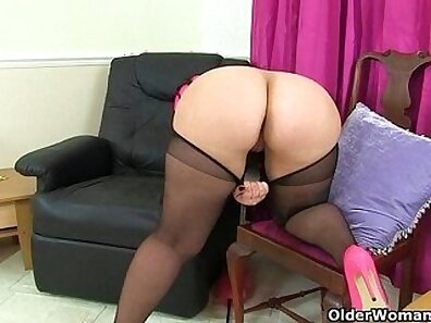 British milf Celine rubs her pussy until she squirts