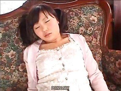 Asian schoolgirls cheerleader get off