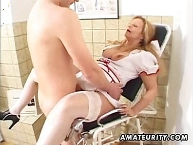 Amateur MILF gets a tit cumshot on her ass