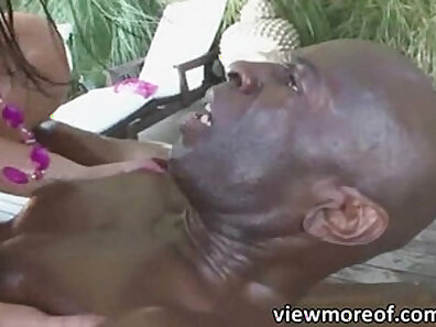 Italia Lynn gives Black cock off of her ass
