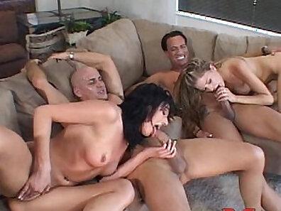 Threesome action with Sandra, Anna and Mia