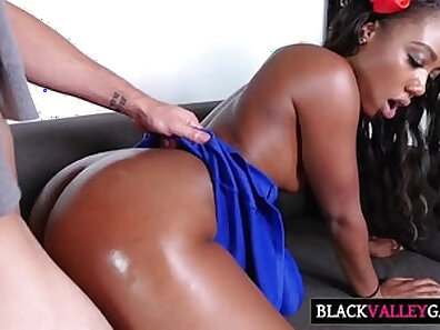 Chanell Heart fistfights black monster dick