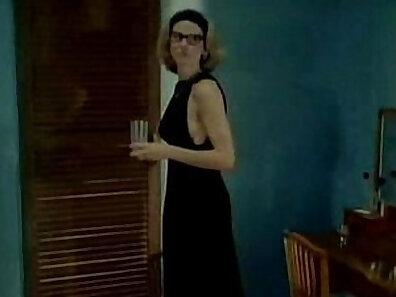 Classic Softcore Chick @ WorldWomensSexChar