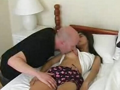 sleeping guy Cumseper is dangerous, and throated by the pervert detective