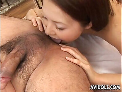 Blonde fucked to cum twice at living room hotel