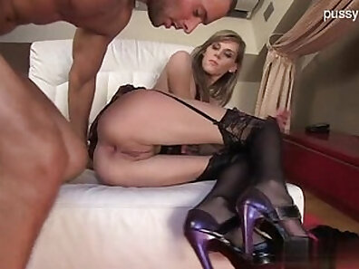 Glamour model gets stretched and a creampie