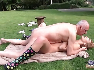 YOUNG TEEN GETS A GAGGESTING MOUTH BLOWJOB CEI