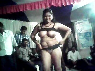 Delhi Aunty bathchick dance JOI